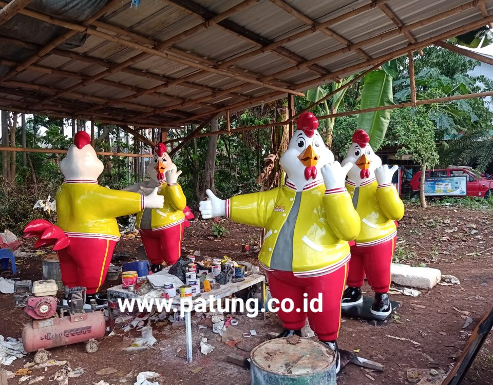 Patung Fiber Ayam Fritto
